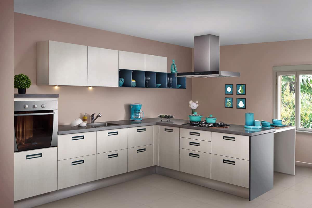 Simple Flushed Handle Peninsular Kitchen